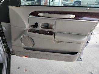 2004 Lincoln Town Car Signature Gardena, California 11