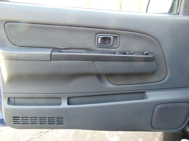 2004 Nissan Xterra 5-SPEED MANUAL XE in Sterling, VA 20166