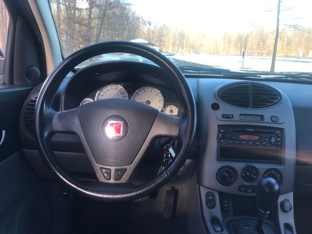 2004 Saturn VUE V6 Ravenna, Ohio 8