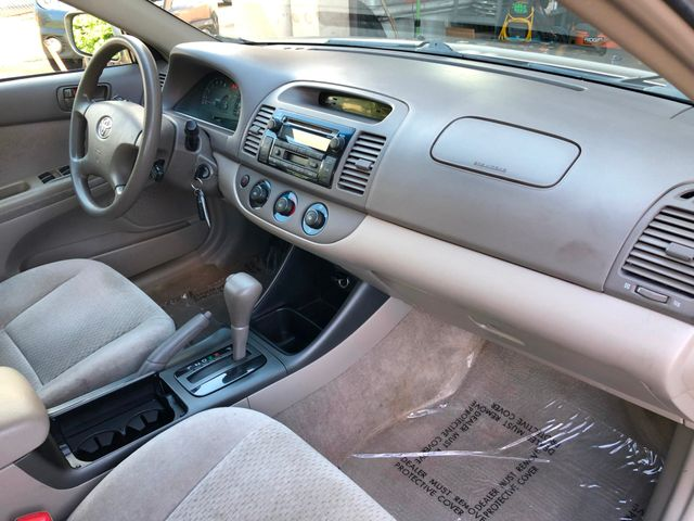 2004 Toyota Camry LE Maple Grove, Minnesota 9