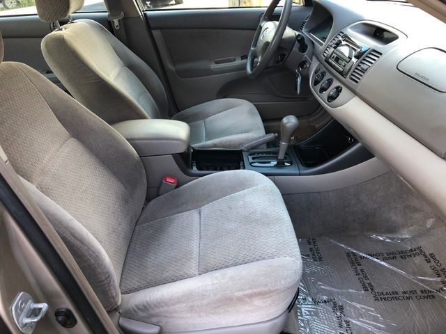 2004 Toyota Camry LE Maple Grove, Minnesota 11