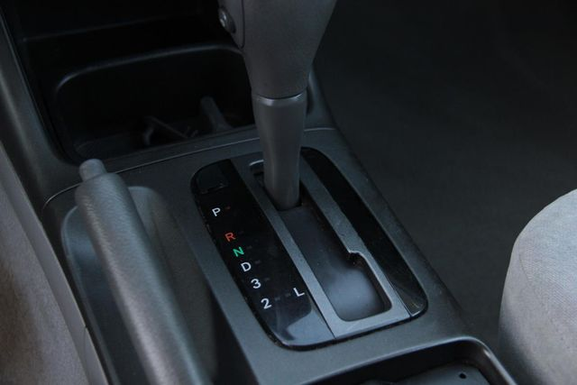 2004 Toyota Camry LE Santa Clarita, CA 19