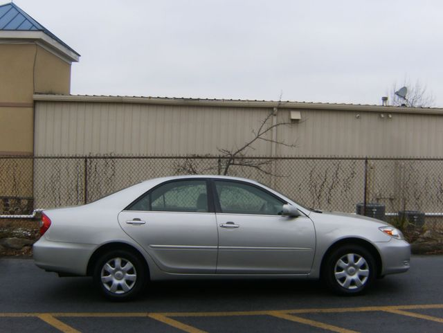2004 Toyota Camry LE West Chester, PA 1
