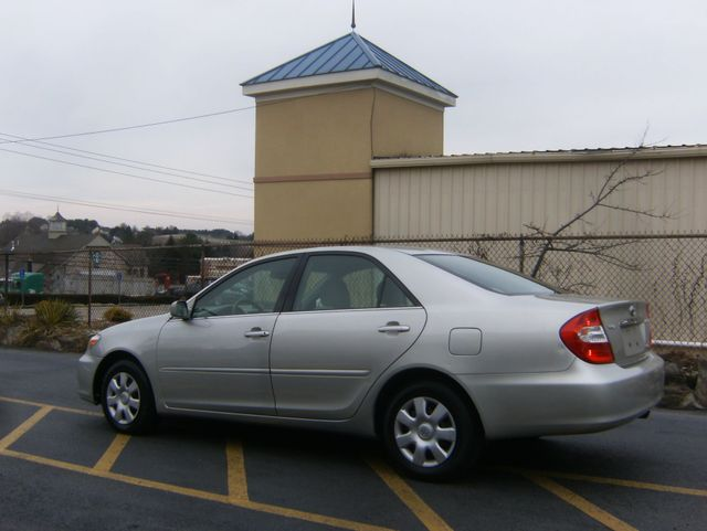 2004 Toyota Camry LE West Chester, PA 3