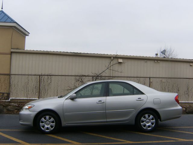 2004 Toyota Camry LE West Chester, PA 4