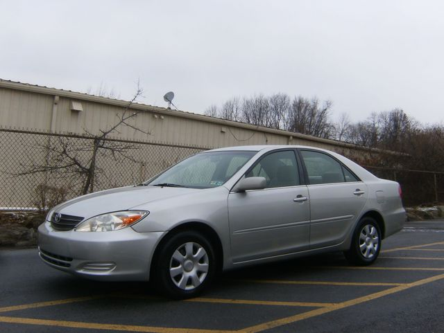 2004 Toyota Camry LE West Chester, PA 5