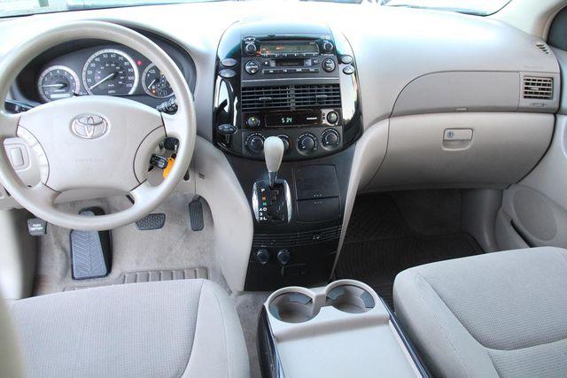 2004 Toyota Sienna LE Santa Clarita, CA 7