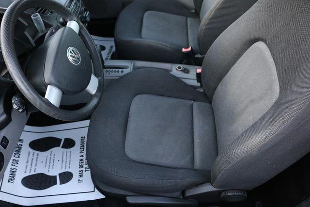 2004 Volkswagen New Beetle GL Santa Clarita, CA 12