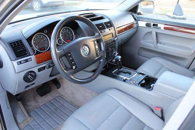 2004 Volkswagen TOUAREG 3.2L SPORT UTILITY SERVICE RECORDS in Woodland Hills CA, 91367