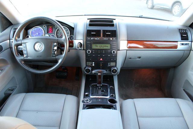 2004 Volkswagen TOUAREG 3.2L SPORT UTILITY SERVICE RECORDS in Woodland Hills, CA 91367