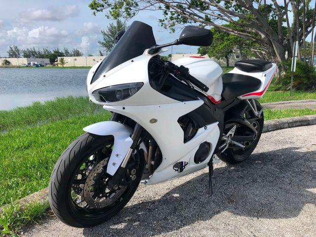 2004 Yamaha YZF-R6 in Dania Beach , Florida 33004