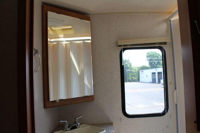 2005 Winnebago Aspect 23D Motorhome Mooresville , NC 38