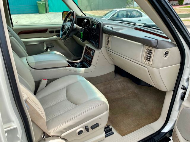 2005 Cadillac Escalade ESV PLATINUM EDITION DVD LEATHER NEW TIRES SERVICE RECORDS XLNT COND. in Van Nuys, CA 91406