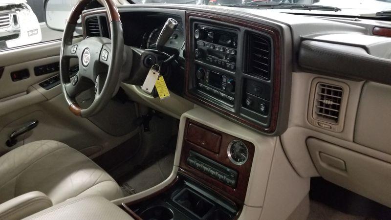 2005 Cadillac Escalade LUXURY CLEAN CARFAX PEARL WHITE | Palmetto, FL | EA Motorsports in Palmetto, FL