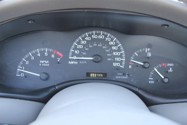 2005 Chevrolet Classic Santa Clarita, CA 13