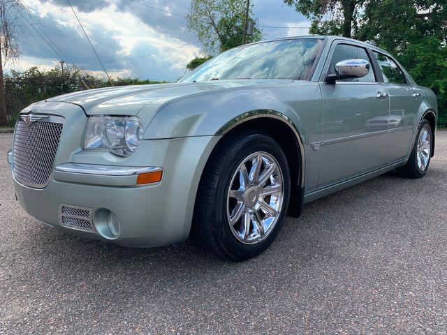 2005 Chrysler 300 300C w/ V-8 Hemi and Nav