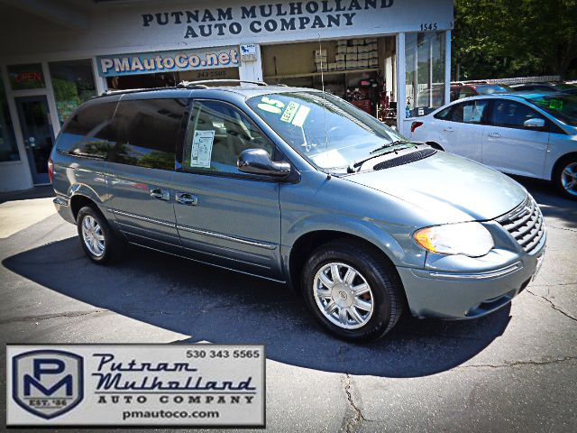 2005 Chrysler Town & Country Touring Chico, CA