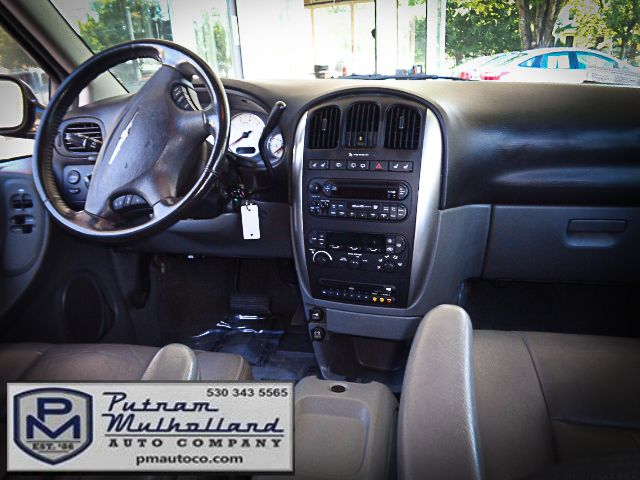 2005 Chrysler Town & Country Touring Chico, CA 11