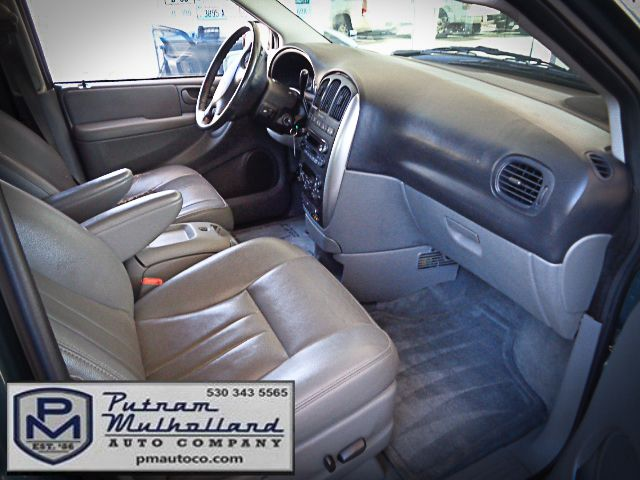 2005 Chrysler Town & Country Touring Chico, CA 12