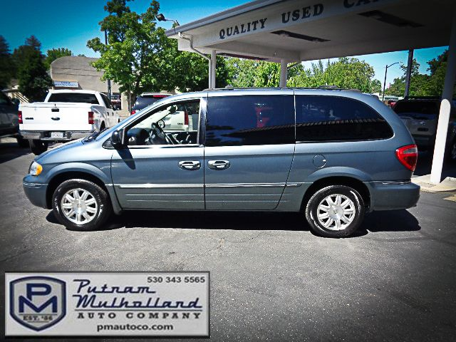 2005 Chrysler Town & Country Touring Chico, CA 3
