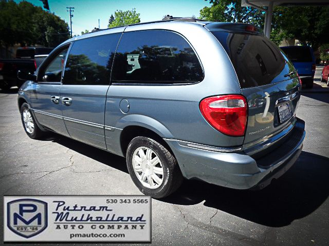2005 Chrysler Town & Country Touring Chico, CA 4