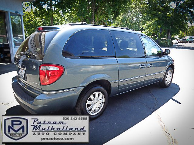 2005 Chrysler Town & Country Touring Chico, CA 6