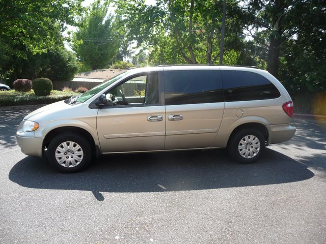 2005 Chrysler Town & Country LX in Portland OR, 97230