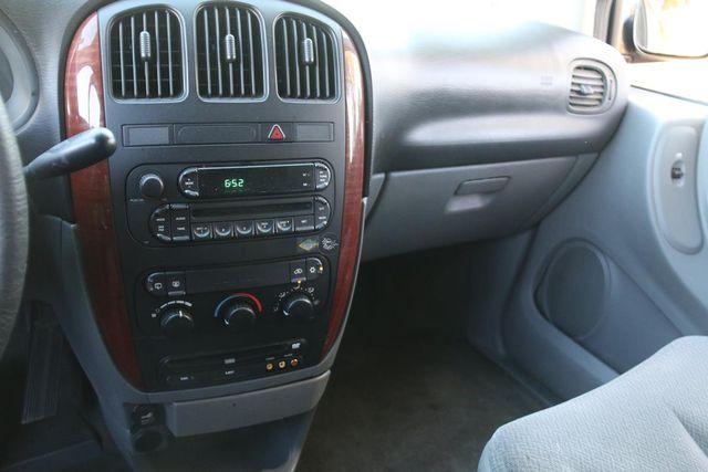 2005 Chrysler Town & Country Santa Clarita, CA 18