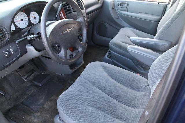 2005 Chrysler Town & Country Santa Clarita, CA 8