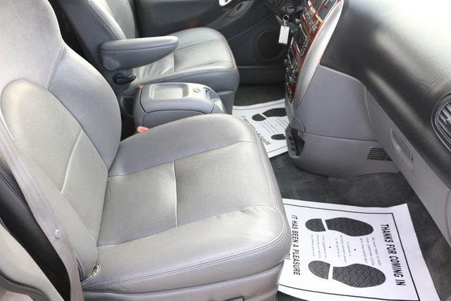 2005 Chrysler Town & Country Limited Santa Clarita, CA 14