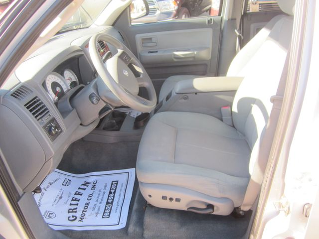 2005 Dodge Dakota Quad Cab SLT 4x4 Houston, Mississippi 11