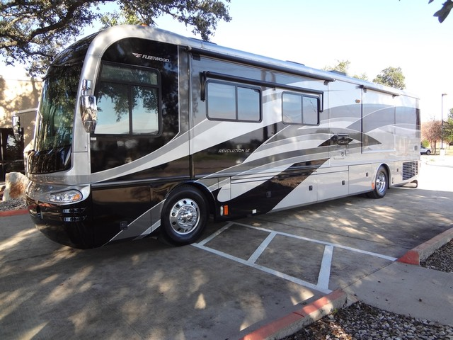 2005 Fleetwood Revolution LE 40E Austin , Texas 1