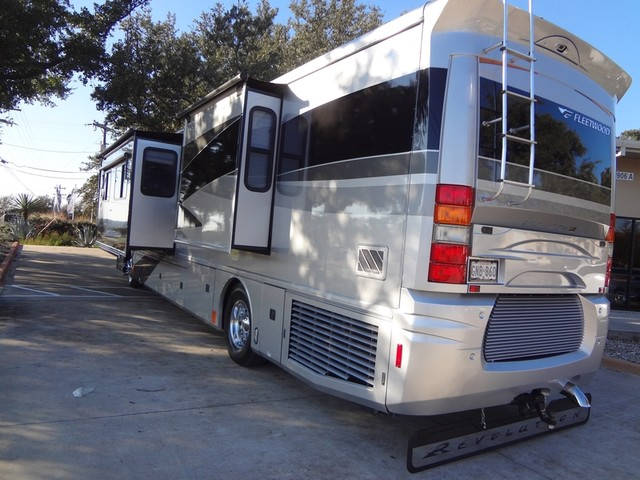 2005 Fleetwood Revolution LE 40E Austin , Texas 9