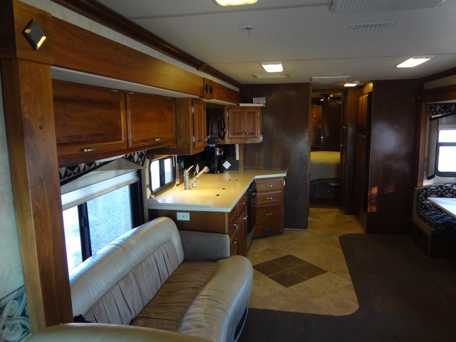 2005 Fleetwood Revolution LE 40E Austin , Texas 47