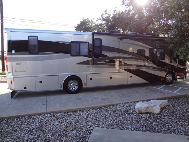 2005 Fleetwood Revolution LE 40E Austin , Texas 5