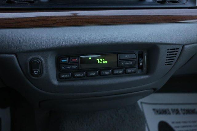 2005 Ford Crown Victoria LX Santa Clarita, CA 20