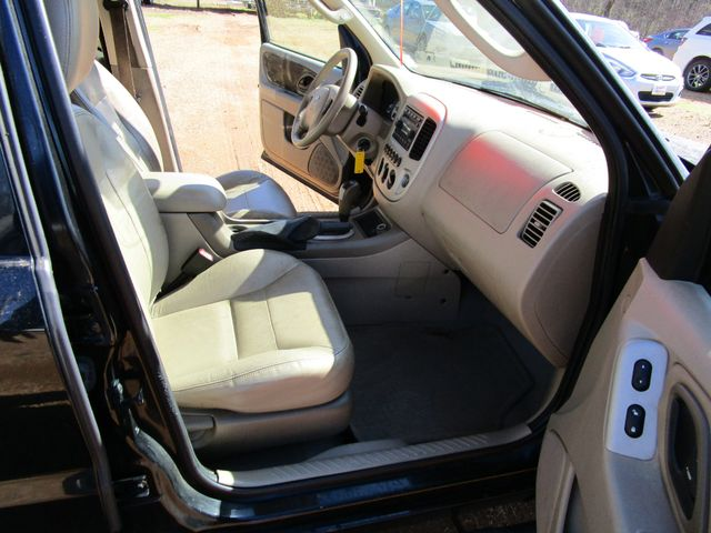 2005 Ford Escape Limited Houston, Mississippi 11