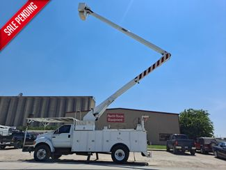 2005 Ford F-750 60' VERSALIFT in Fort Worth, TX