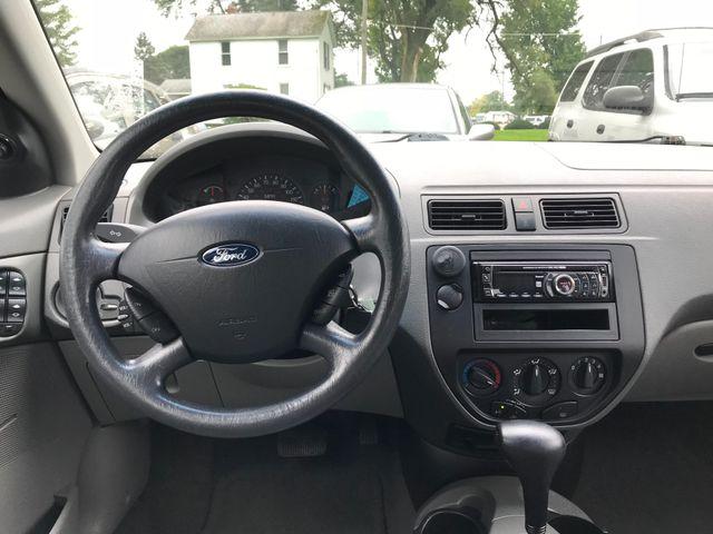 2005 Ford Focus SE Ravenna, Ohio 8