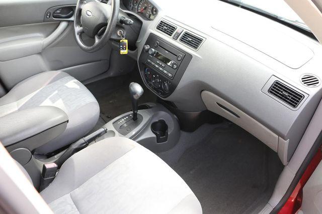 2005 Ford Focus SE WAGON Santa Clarita, CA 9