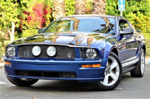 2005 Ford Mustang Deluxe Reseda, CA 3