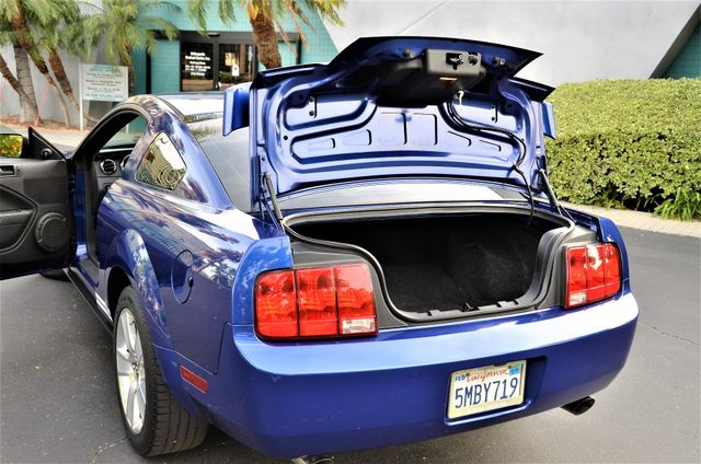 2005 Ford Mustang Deluxe Reseda, CA 12