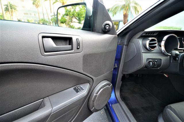 2005 Ford Mustang Deluxe Reseda, CA 25