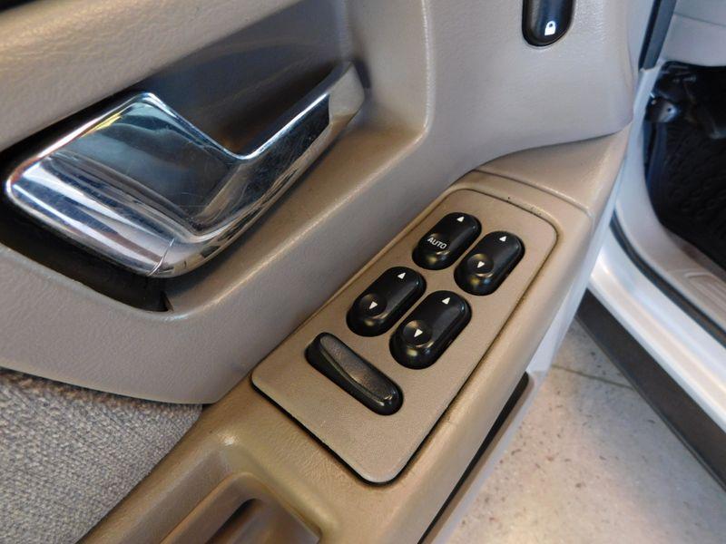 2005 Ford Taurus SE  city TN  Doug Justus Auto Center Inc  in Airport Motor Mile ( Metro Knoxville ), TN