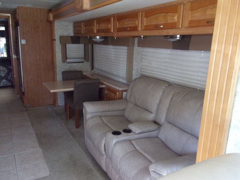 2005 Forest River Charleston 400TS Cat Diesel 330 HP  city FL  Manatee RV  in Palmetto, FL