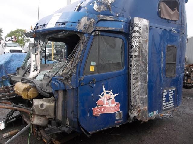 2005 Freightliner CORONADO 132
