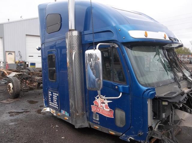 2005 Freightliner CORONADO 132 in Ravenna, MI 49451