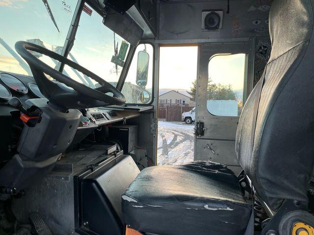 2005 Freightliner MT45 Hoosick Falls, New York 4
