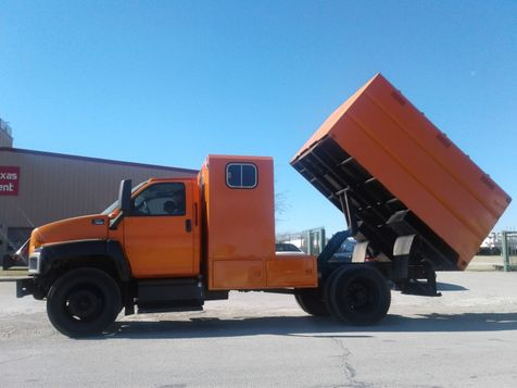 2005 GMC C6500 CHIPPER DUMP TRUCK in Fort Worth, TX