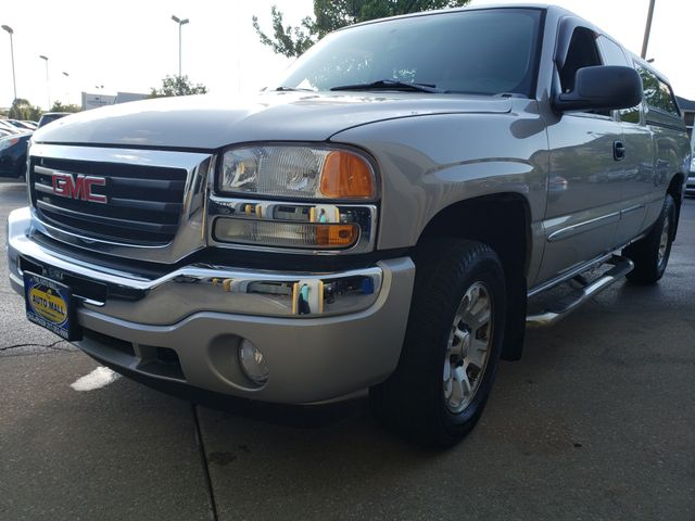 2005 GMC Sierra 1500 SLE | Champaign, Illinois | The Auto Mall of Champaign in Champaign Illinois